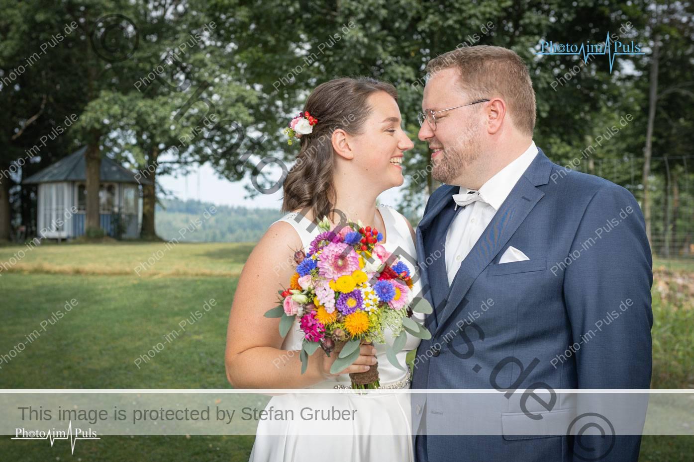 Fotograf-Hochzeitsfotograf-Pocking-Passau-FotoBox-mieten-Niederbayern-Waldkirchen-Freyung-Deggendorf-Vilshofen-Fuerstenzell-Pocking-Hochzeitsfoto-fotoshooting-shooting